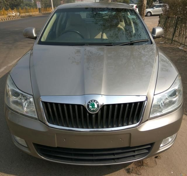 Skoda Laura ELEGANCE 2.0 TDI CR AT 2012