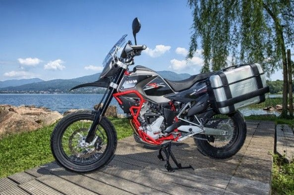 The bike comes fitted with 19-inch front and 17-inch rear wire spoke wheels.