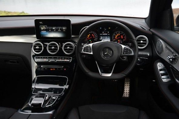 Flat-bottomed steering wheel comes with paddle-shifters for the 9-speed gearbox