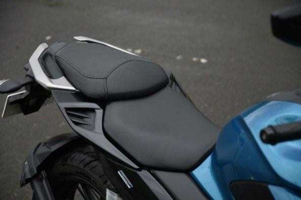 The FZ25 is best for city riding or over relaxed long distance riding.