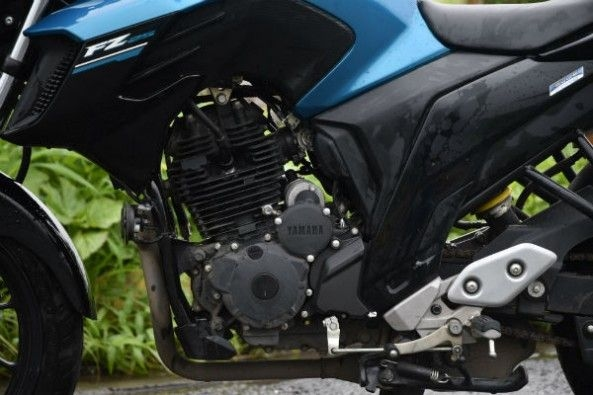 The FZ25 makes 20.9hp from its 249cc, single-cylinder air-and-oil-cooled motor.