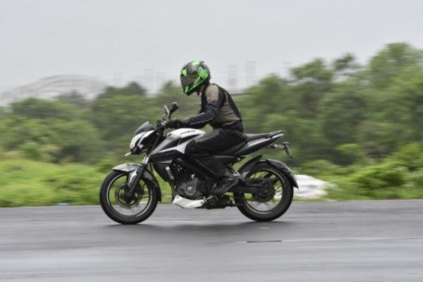 This Pulsar offers the strongest top-end performance of this trio.