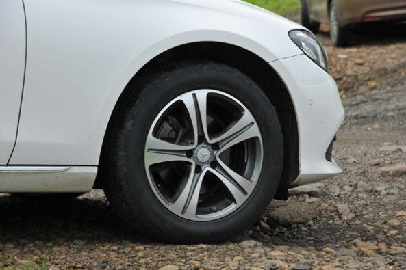 5-spoke wheels look outdated.