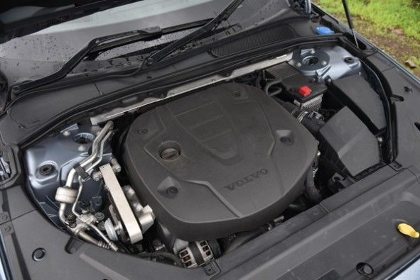 4-cyl, turbo-diesel making 190hp and 400Nm of torque.