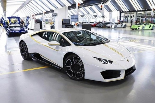 Lamborghini Huracan owned by Pope.