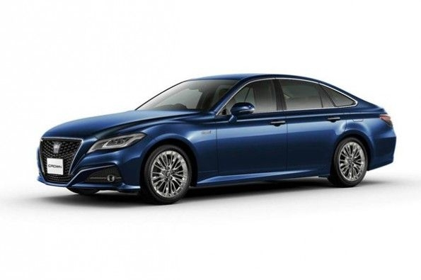 The luxury sedan now comes with Toyota's connected functions as standard.