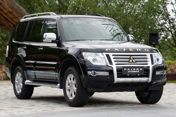 The refreshed flagship SUV for the Chinese market gets more equipment and minor design tweaks.