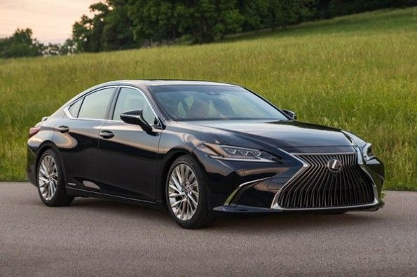 Lexus launches its 2018 ES 300h.