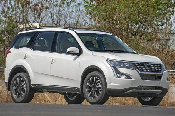 Pre-facelift Mahindra XUV500, Rexton SUVs with attractive discounts.