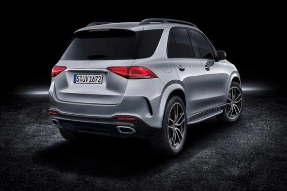 Slim Tail-lights complements the rear of the GLE