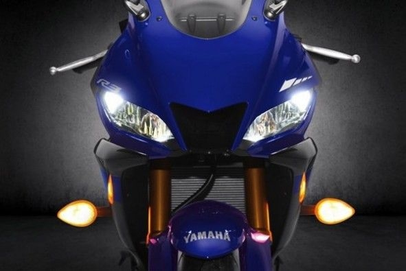 2019_Yamaha_R3_Headlight
