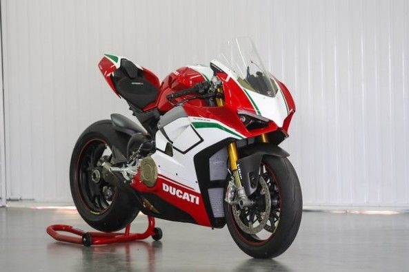 Ducati Panigale V4 Speciale 1
