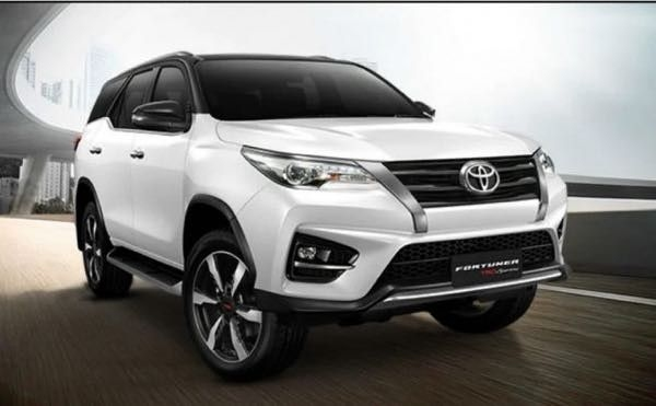 Toyota Fortuner TRD Sportivo 2