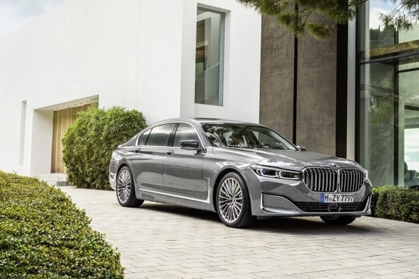 2019 BMW 7-Series Facelift Revealed, Gets Huge Kidney Grille