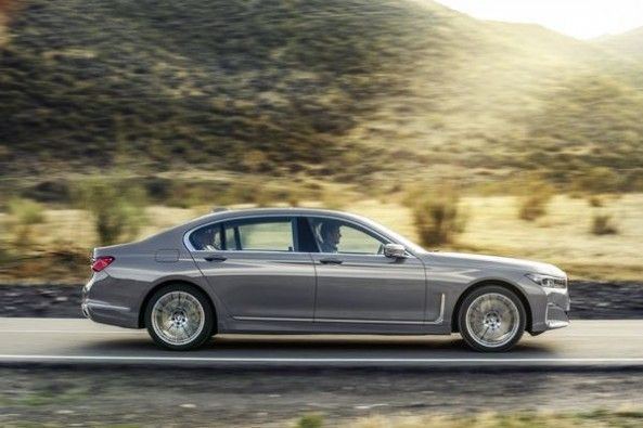 2019 BMW 7_Series Side