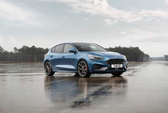 2019_Ford_Focus_ST_1