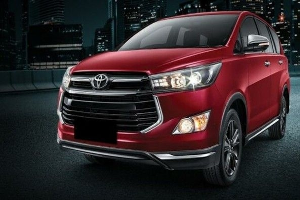 Red Toyota Innova Front Profile