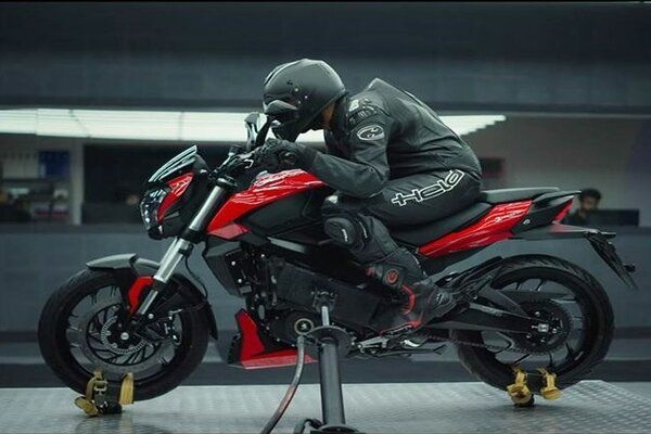 Bajaj's Latest Advert Shows Dominar 400 in Two New Colors