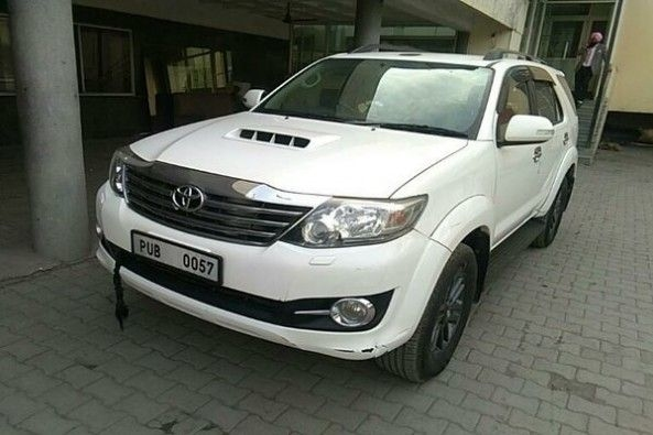 Used White Color Toyota Fortuner Side Profile