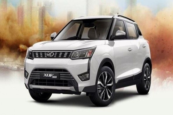 White Color Mahindra XUV300 Front Profile