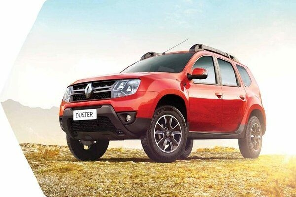 Updated Renault Duster Uncamouflaged Version Spotted at Dealerships in India
