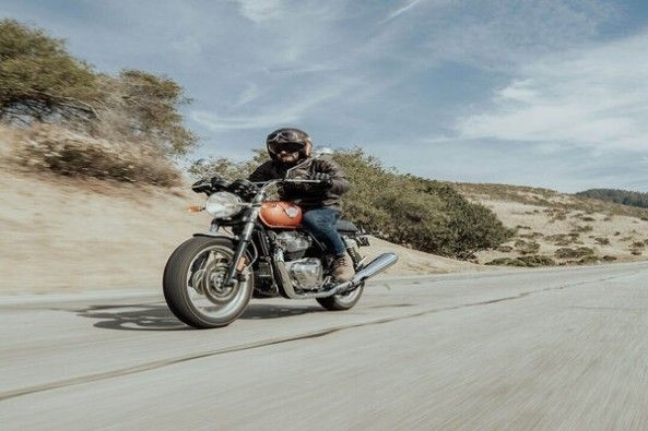 Royal Enfield Interceptor 650 Front Profile With Driver