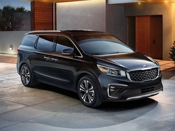 Four Variants of Kia Carnival to Hit Indian Roads