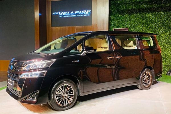 Toyota Vellfire Launched at Rs 79.50 Lakhs
