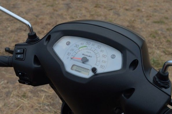 Basic looking instrumentation on the Access 125.