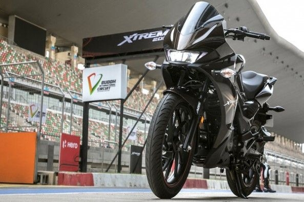 Black Color Hero Xtreme 200S Front Profile