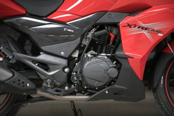 Red Color Hero Xtreme 200S Engine