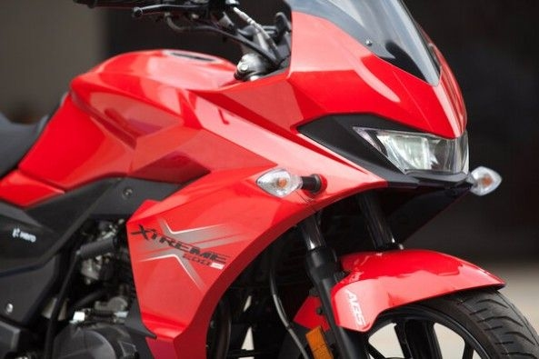 Red Color Hero Xtreme 200S Headlight