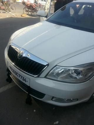 Skoda Laura ELEGANCE 2.0 TDI CR AT 2011