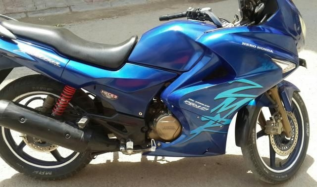 karizma zmr blue colour