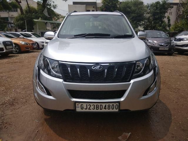 Mahindra XUV500 W10 AT 2016