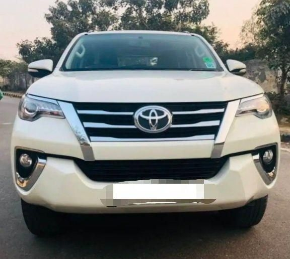 Toyota Fortuner 2.8 4x4 AT 2018